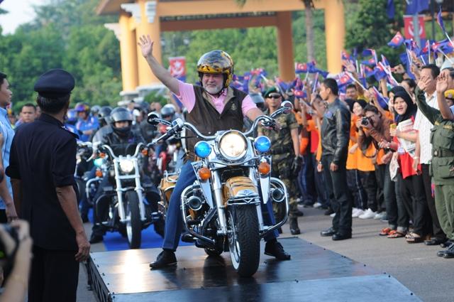 Kembara Mahkota Johor 2011 peluang rakyat temui Sultan