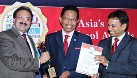 UTM VC Awarded for Outstanding Contribution at Asia's Best Business School Award