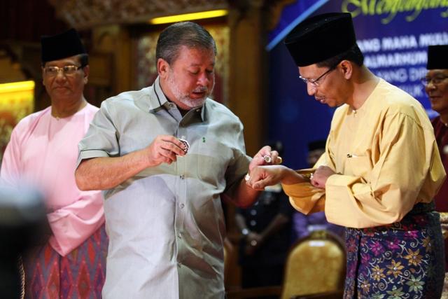 DYMM Sultan Johor lancar buku Sejarah Adat Istiadat DiRaja Johor