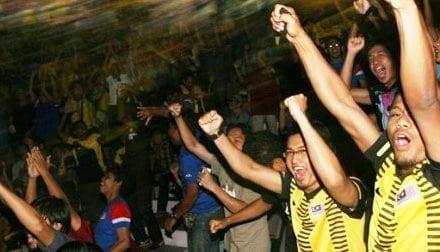 DSI UTM bergema sorakan lebih 2,000 penonton saksi perlawanan Malaysia – Indonesia