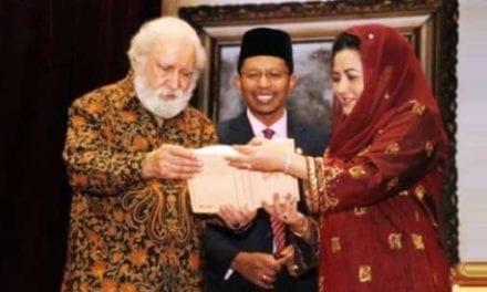 Tan Sri Prof. S.M. Naquib al-Attas is one of Merdeka Award 2012 Recipients