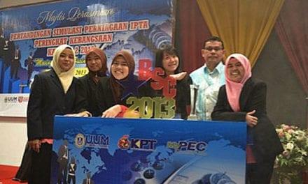 UTM juara pertandingan simulasi perniagaan peringkat kebangsaan IPTA kali ke-2 tahun 2013