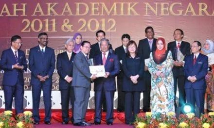 Profesor Dr Ahmad Fauzi menang Anugerah Inovasi dan Pengkomersialan 2012