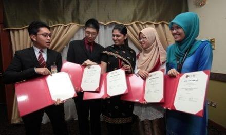 Penganugerahan Biasiswa Berprestij Ainuddin Wahid Kumpulan Pertama UTM