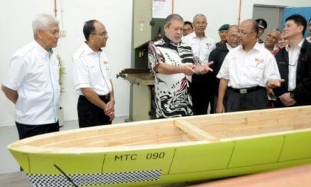 DYMM Sultan Johor lawat Makmal Teknologi Marin UTM