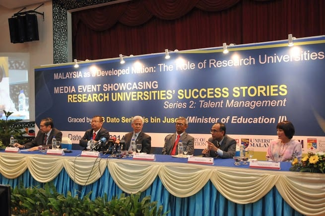 Vice Chancellor of UTM, Prof. Ir. Dr. Wahid Omar (second right) giving explanation about UTM research and development activities at RU press conference session. Also attending the session was the Malaysian Education Minister, Datuk Seri Idris Jusoh (third left).