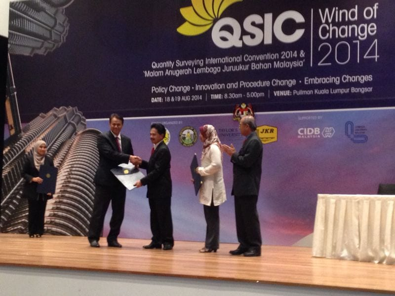 UTM dan LJBM tandatangani perjanjian pendaftaran Juruukur Bahan Siswazah Berdaftar secara berkelompok