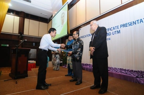 Prof. Wahid (second right) presenting certificate to the participants of the IPCW-IBD 3rd Natural Products Chemistry Training and Development Program for the Asian State Members courses at Pulai Springs, Johor Bahru.