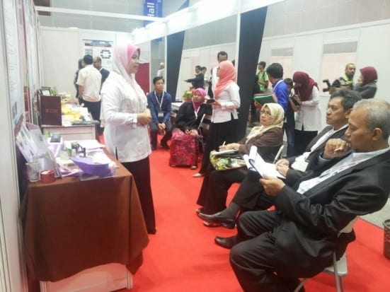 Dr. Siti Hamidah explaining her product during the assessment session at 2014 Asia Biotechnology Exhibition held at Kuala Lumpur Convention Centre.  She managed to bring home 1 Gold Medal for UTM