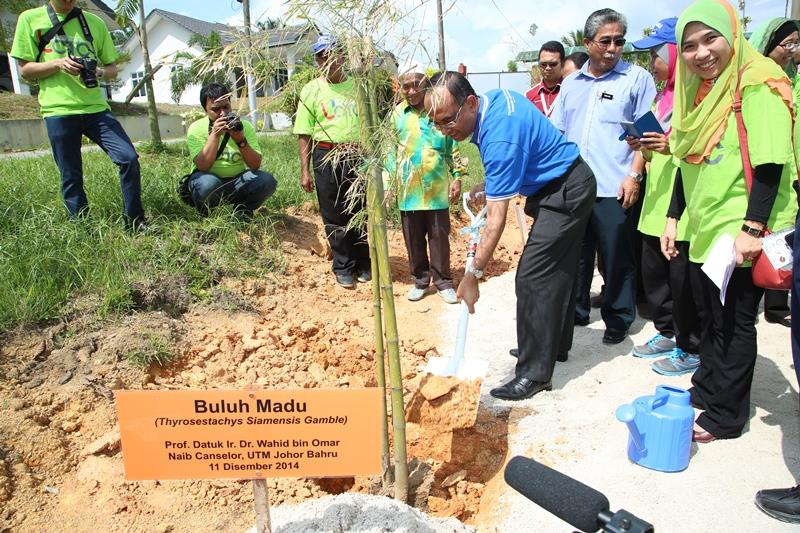 UTM Instrumental in Felda Taib Andak Becoming the First Low Carbon Village in Malaysia