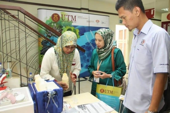 One of the industry representatives is listening to a description of nutrients that available on the Coconut Yogurt Based (CoGURT) product at IBDUTM Johor Bahru.