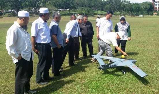 Prof. Azraai (fourth left) observes the CAMAR 1 UAV prototype with Assoc.Prof. Suhaimi showing the antenna at the aircraft body.