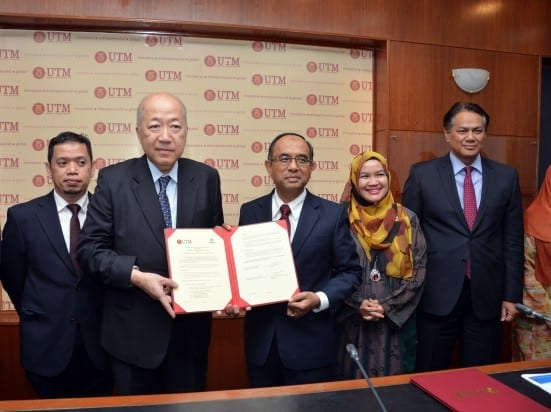 Jiro Okuda (second left) and Prof Wahid Omar showing their agreement documents after the signing ceremony held at UTM Johor Bahru. Both parties signed MoU to allow research collaboration and exchange of experties.