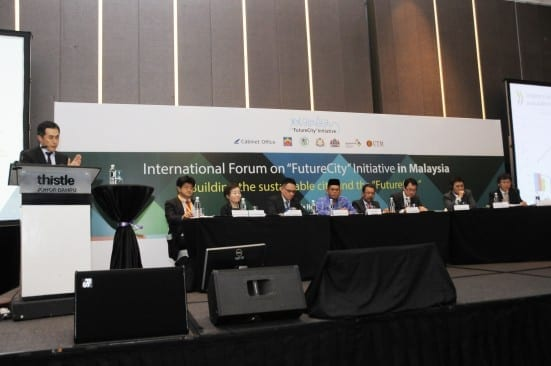 Representatives from related agencies in the FCI Forum organized by Iskandar Malaysia and UTM at Thistle Hotel, Johor Bahru.