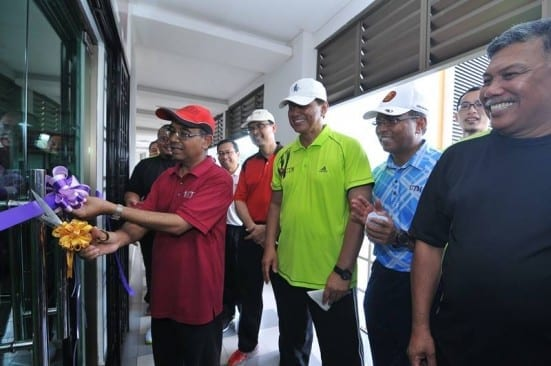Prof Wahid (red shirt) cutting the ribbon as launching symbol of UTM public gymnasium at Sports Complex.