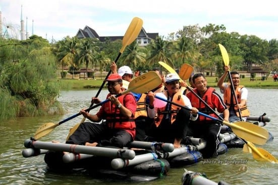 UTM Vice-Chancellor, Prof Wahid rowing the raft at 2015 UMG Retreat Session held at Johor Bahru campus.