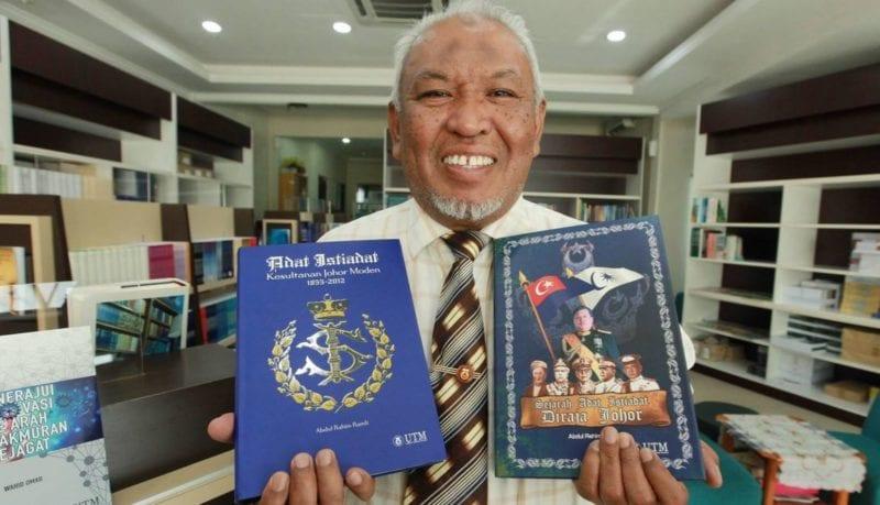 Buku Adat Istiadat Diraja Johor Laris Sempena Kemahkotaan DYMM Sultan Johor