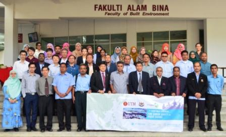 One for the record! Group photo of all FGD participants. Standing first row holding the banner include Y.Bhg. En. Md. Za'nal Hj. Misran (YDP, MPPG, sixth from right), Assoc. Prof. Dr. Roslan Amirudin (Dean, FAB, fifth from right) and Prof. Ho Chin Siong (Director, UTM-LCAR, sixth from left).
