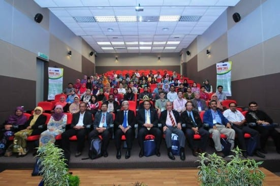 The participants of UTM MMMC 2015 taking a group photographs with Deputy Vice Chancellor of Student Affairs and Alumni, Prof Dr Ismail Abd Aziz after opening ceremony held at FBME, Johor Bahru campus.