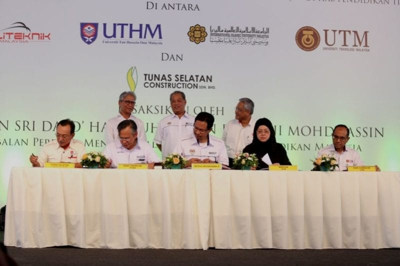 UTM Vice-Chancellor Signs MoU for the Construction of Student Residences at the Pagoh Higher Education Hub