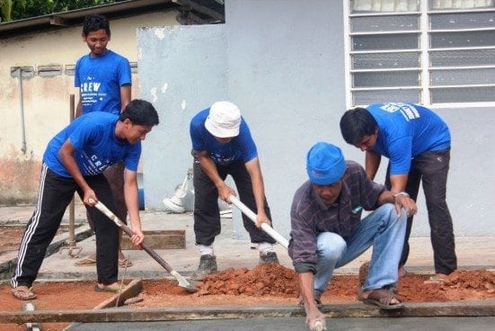 Repairing the school building at Felda Sening.