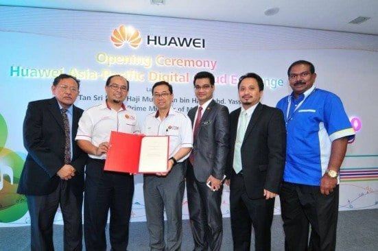 Prof. Dr Ahmad Fauzi Ismail (third from left) showing document  after signing ceremony at Huawei Nusajaya.