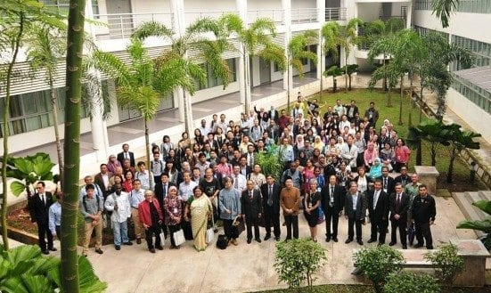 Vice Chancellor, Prof. Dato' Ir. Dr. Wahid Omar with APSA 2015 participants from all over the world at Faculty of Built Environment, UTM Johor Bahru.  Picture taken after the APSA 2015 Congress opening ceremony.
