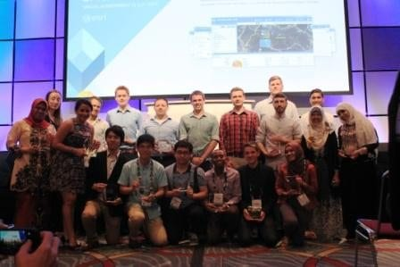 Norezzayana (second right standing) with winners of 2015 ESRI Young Scholars Awards from across the globe at ESRI International Conference, San Diego, US.