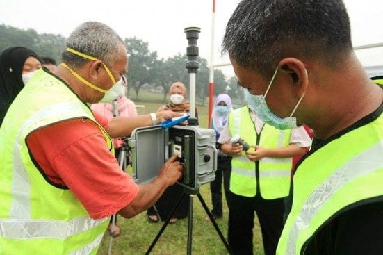 The staffs of Department of Environmental Engineering, Faculty of Civil Engineering conducting air quality data reading at UTM Johor Bahru campus.