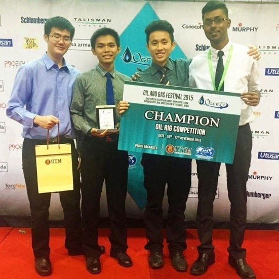 The Oil Rig Design Competition Winner from UTM (Team B) with their prizes after the OGFEST'15 closing ceremony at Dewan Sultan Iskandar, UTM Johor Bahru.