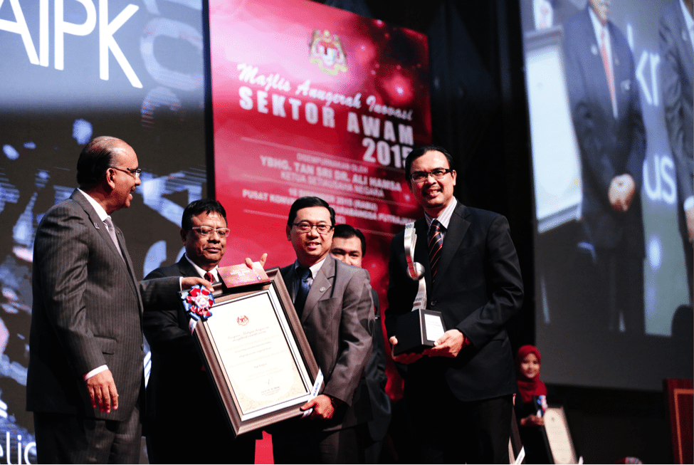 UTM Wins First Place in the Financial Management Category at the Public Sector Innovation Award (AISA) 2015