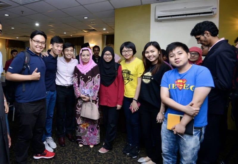 Tuanku Chancellor's Engagement with UTM Students on Ways to Enhance English Language Skills Among UTM Students
