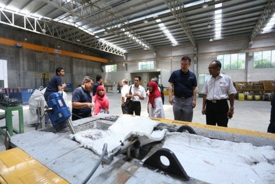 Delegate from UTM tour to research and development laboratory and pilot plant.