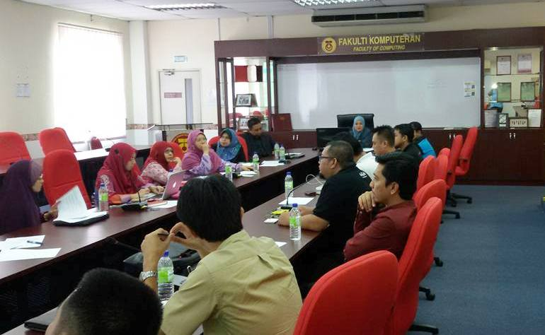 UTM Faculty of Computing Conducts Dialogue with Industry Stakeholders in the Implementation of 2U2I