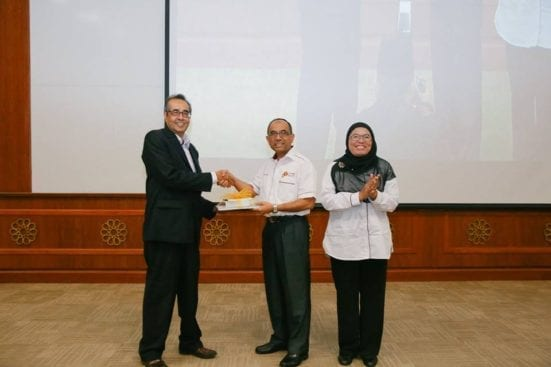 Prof. Wahid (second right) handing souvenirs to Datuk Dr. Hamzah (most left) after the lecture programme held at UTMKL