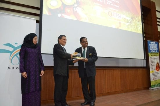 Balu Nambiappan (most left) receiving the gift from Prof. Roji Sarmidi after the lauching ceremony of two days courses at IBDUTM Johor Bahru.