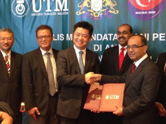 Professor Wahid and Jason Fu exchanging the document and witnessing by