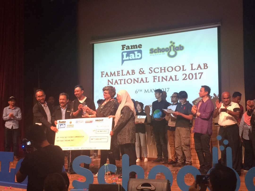 Dr. Zaid Omar FKE crowned the best science communicator for FameLab Malaysia 2017