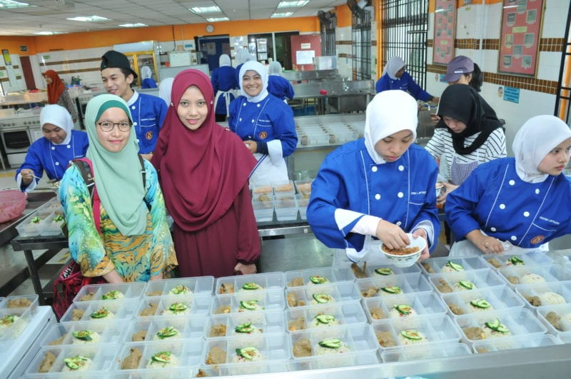 Spreading the love and comfort for UTM students through Free Meal and Free Market projects