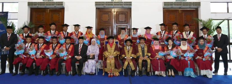 21 Officers from the Johor State Government Graduated with UTM MBA