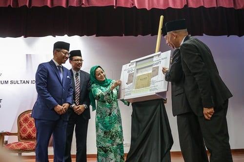 """DYMM Raja Zarith Sofiah Lancarkan Buku """"Eco-Shift"""" Karya Dato' Seri Zaini Ujang"""
