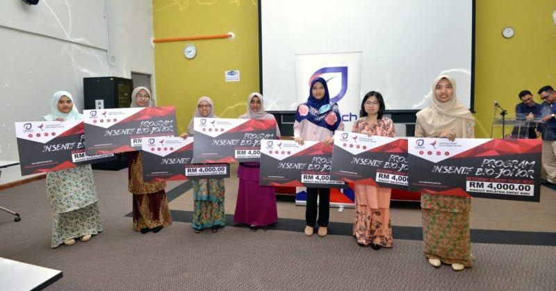 Lapan pelajar UTM Terima Anugerah Insentif J-Biotech