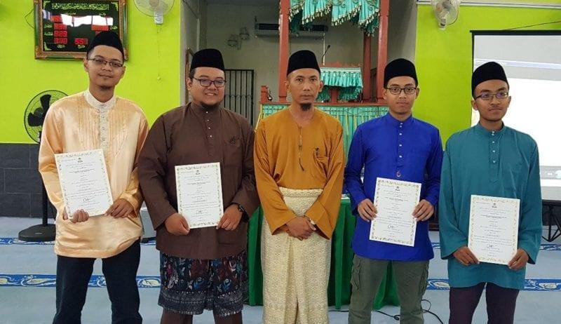 Lima Mahasiswa UTM Terima Pentauliahan Imam Masjid oleh MAIJ