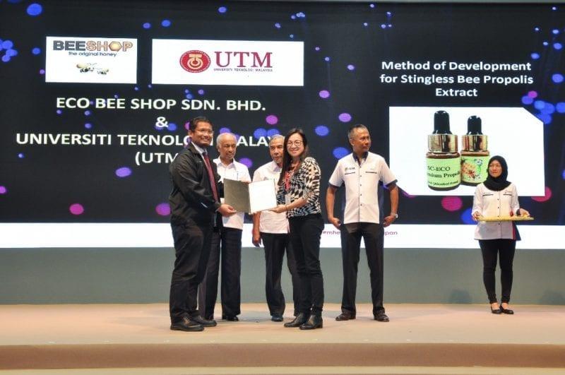 Islamic Innovation Challenge (IIC) MOA Exchange With YB Datuk Seri Mohd Redzuan Md Yusof