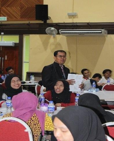 Mahasiswa Timba Ilmu Komunikasi dalam Career Development Talk Anjuran SHARPS, UTM