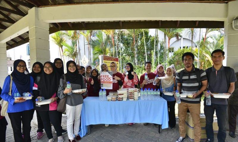 HEK edar makanan percuma kepada mahasiswa UTM