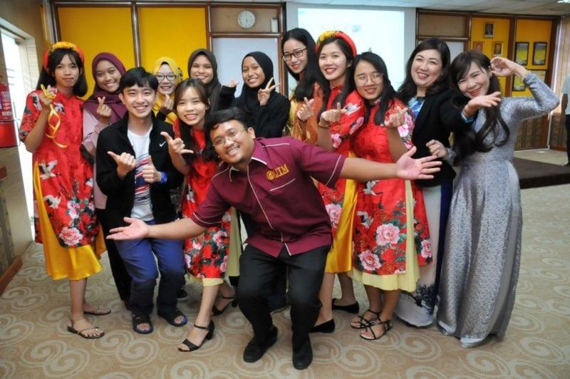 INTERNATIONAL STUDY VISIT PROGRAM PHU YEN UNIVERSITY TO SCHOOL OF EDUCATION UTM