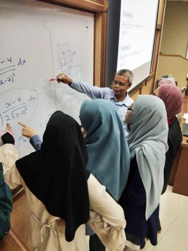 Jabatan Sains Matematik UTM Anjur Kem Matematik Tambahan