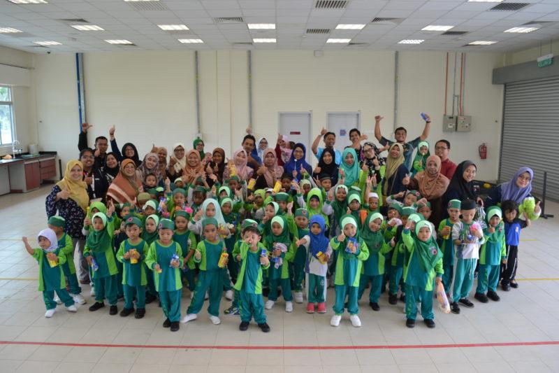 ICA UTM Pagoh Subur Minat Bercucuk Tanam Sedari Kecil kepada Kanak-kanak Tadika Al-Hidayah