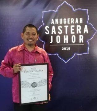 Staf UTM Menang Anugerah Sastera Johor 2019